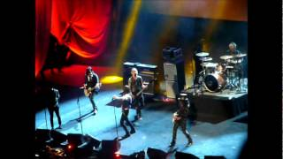 getlinkyoutube.com-Guns N Roses - Mr. Brownstone - Live - Rock Hall Induction - 2012