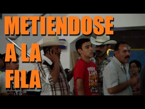 Metiendose en la fila | Bromas 2015 | Just Maming | Pranks |