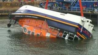 Lifeboat Capsize test