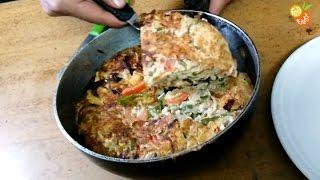 getlinkyoutube.com-Indian Egg Omelette Pizza (अंडा आमलेट पिज्जा) - Indian Spicy Food | Popular Indian Home Food Fatafat