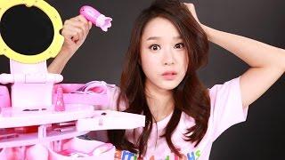 getlinkyoutube.com-캐리의 열고 닫는 송이 화장대 장난감 으로 화장하기 CarrieAndToys