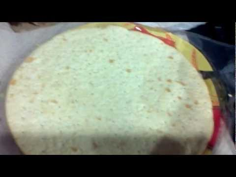 Desi (Indian) guy's jhatpat (quick) khana (meal/food) recipe for Samosa Pizza - part 1
