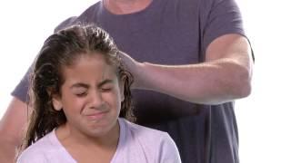"""getlinkyoutube.com-מבחן הסירוק מי מסרק יותר נעים אמא או אבא - סופר פארם מברשת שיער   במאי: גא""""י מיכאל   תאריקה זוהר"""