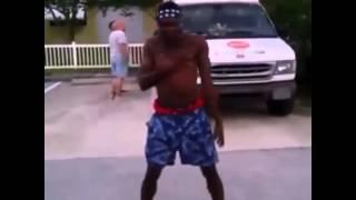 getlinkyoutube.com-Guy Dances To Ice Cream Truck Jingle