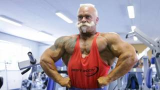 getlinkyoutube.com-Дед-атлет отжигает на площадке(71 years Оld man ghetto workout training).
