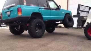 getlinkyoutube.com-jeep Cherokee xj iron rock 6.5 lift 35 tires ( flex test)