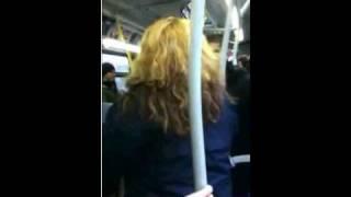 getlinkyoutube.com-une femme vs un adolescent dans un autobus de montréal stm