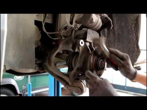 Где в Peugeot 607 передние амортизаторы