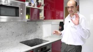 getlinkyoutube.com-Muebles de cocinas pequeñas modernas en color burdeos y encimera de granito