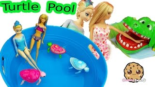 getlinkyoutube.com-Disney Frozen Queen Elsa & Barbie Doll Swim In Water Pool with Little Live Pets Sea Turtles