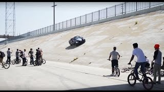 getlinkyoutube.com-BMX VS CRAZY CAR GUY