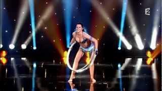 getlinkyoutube.com-Sexiest Performer - Alla Klyshta - Hula Hoop - Le Plus Grand Cabare Du Monde