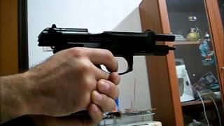 getlinkyoutube.com-Beretta 92fs HFC airsoft vs latinha de refri