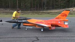 getlinkyoutube.com-RC turbine jet F-16 scale 1:4