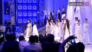 getlinkyoutube.com-Kareena Kapoor Khan looked stunning at LAKME Fashion Week grand finale
