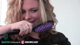 getlinkyoutube.com-Kelly Tries the DAFNI Brush