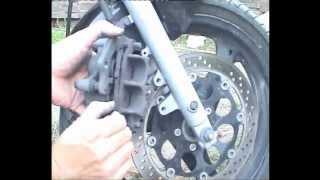 getlinkyoutube.com-Cambio Pastillas freno Delanteras SUZUKI GS500 - Front Brakes SUZUKI GS500