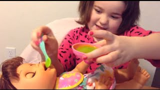 getlinkyoutube.com-Baby Alive Real Surprises -- Feeding Rosie