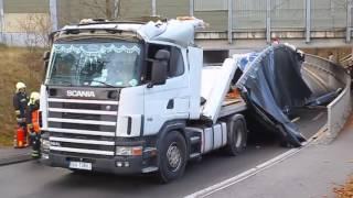 getlinkyoutube.com-Fahrer fährt Lkw zu Schrott