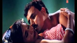 Hot scene from Bhojpuri movie -Laagal Nathuniya Ke Dhakka