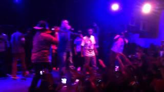 Dr. dre monte sur scène lors du concert de kendrick lamar