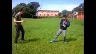 Dois Otakus lutando estilo Dragon Ball Z