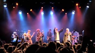 "getlinkyoutube.com-Tinariwen & Red Hot Chili Peppers - ""Cler Achel"""