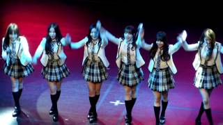 getlinkyoutube.com-(Fancam) GFRIEND Toronto Kpop Con{Bring It All Back[S Club 7 cover]+Member ballon game}