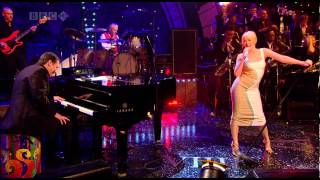getlinkyoutube.com-Kylie Minogue - 2 Hearts (Jools Annual Hootenanny 2007)
