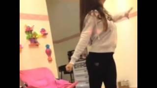 حلا الترق ترقص في غرفتها