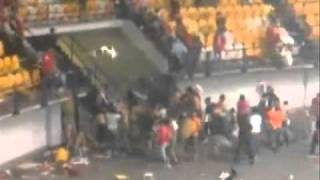 getlinkyoutube.com-FANATIC HOOLIGANS OLYMPIAKOS GATE 7