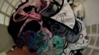 getlinkyoutube.com-II Tangas, Bote de ropa Sucia de mi prima