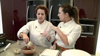 getlinkyoutube.com-Aprenda a fazer essa delícia: bolo de sorvete!