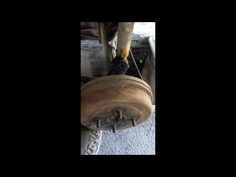 Ниссан Лаурель С 31 замена задних стоек с пружинами.