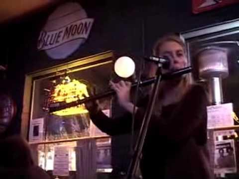AWESOME IRISH MUSIC IN A NOISY PUB