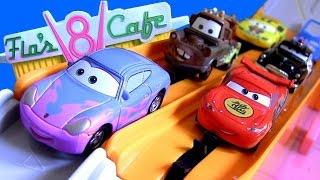 getlinkyoutube.com-Tomica Cars Flo's V8 Cafe Track Highway Pursuit Radiator Springs TakaraTomy Racetrack Disney Pixar