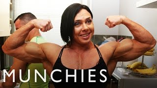 getlinkyoutube.com-The Female Bodybuilder Blended Chicken Shake: FUEL