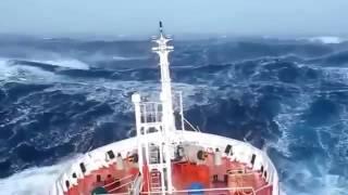 getlinkyoutube.com-Video Amatir Detik-detik Kapal disekitar Segitiga Bermuda