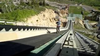 getlinkyoutube.com-Ten facet ma jaja ze stali! Skoczył na motorze z… skoczni narciarskiej!