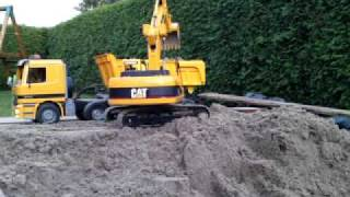 getlinkyoutube.com-Bruder RC Umbau Bagger und Sattelkipper Actros im Einsatz excavator and dumper