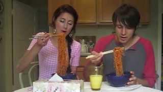 getlinkyoutube.com-Spicy Korean Ramen challenge: LIPS ON FIRE (Spicy Ramen lipstick!) 불닭볶음면.