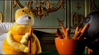 "getlinkyoutube.com-Mr Oizo ""Flat beat"" official video directed by Quentin Dupieux with Flat Eric"