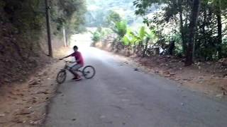 getlinkyoutube.com-bike rebaixada raspando pedal