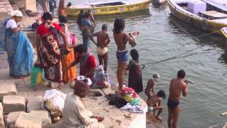 getlinkyoutube.com-Ganga,Ganges and Ghat in Varanasi,Banaras, India in the morning (インド バラナシのガート、ガンガー、ガンジス河の朝)