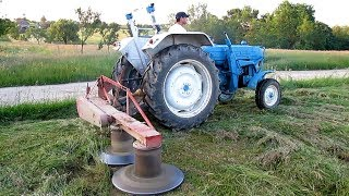 getlinkyoutube.com-Ford 4000 Tractor Cutting Hay