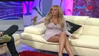 getlinkyoutube.com-Το ''ΗΟΤ'' ατύχημα της παρουσιάστριας   Εκατομμύρια τηλεθεατές είδαν το βρακάκι της!