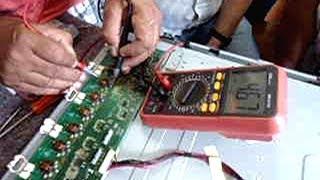 """getlinkyoutube.com-TV Buster 42"""" com tela apagando. Como consertar lavando a placa!"""