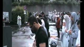 getlinkyoutube.com-Muslims praying salah in the Rain - Allahu Akbar! Amazing video!