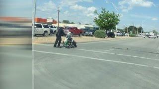 getlinkyoutube.com-Hobbs police officer's good deed gets attention on social media