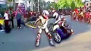 getlinkyoutube.com-Motorcycle RACE Riders GONE WRONG !